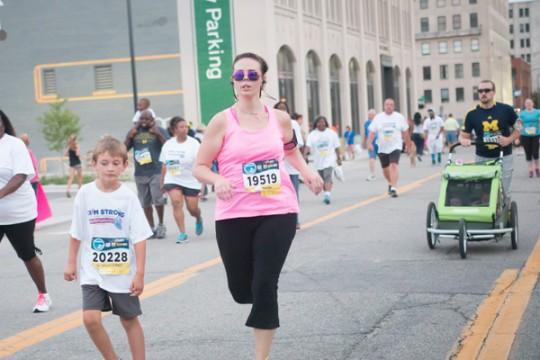 Michigan Mile participants running down Kearsley Street.