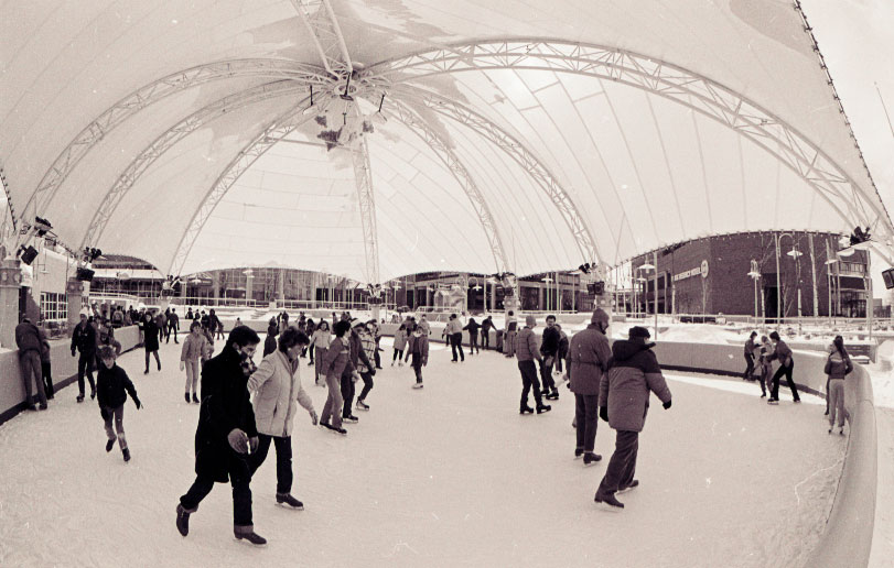 People skating at the Water Street Pavilion ice rink in 1986.