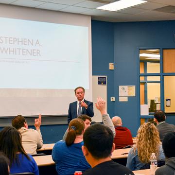 Alumnus Stephen A.</body></html>