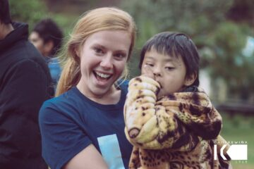 Caroline Markvluwer and Alejandro, a four-year-old boy at Campamento Kewina.